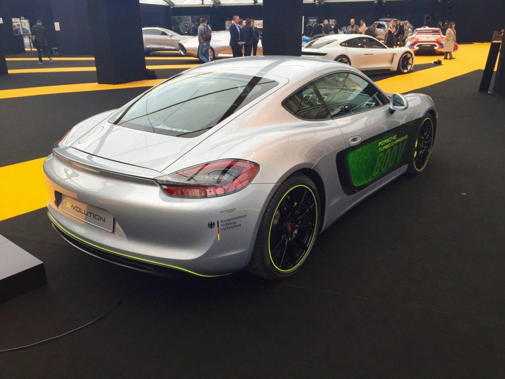 Проектот е реализиран во соработка со поделбата Porsche Engineering и компанијата ADS-TEC од Нортинген, која претставува и друга своја новина - улична полнач станица HPC (High Power Charging). Станицата HPC е наменета за области каде што има ограничено максимално оптоварување на мрежата. Бидејќи полнењето бара голема моќност, постои можност за момало оптоварување (PowerBooster технологија).