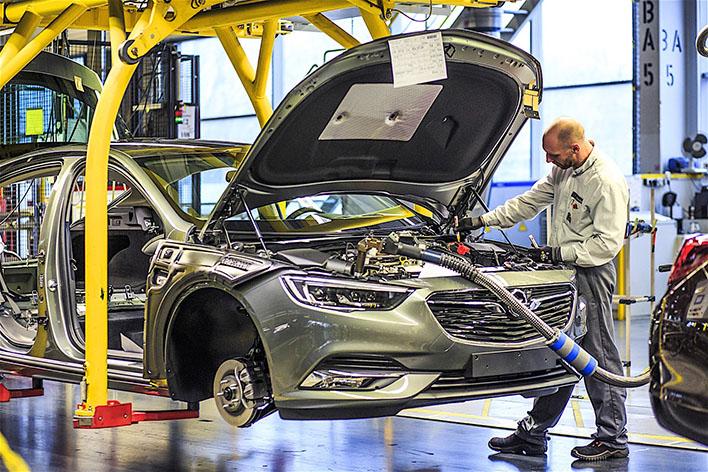 Opel им нуди пари на своите вработени, aко си заминат