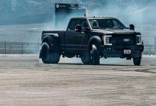 """Photo of Викенд тарифа: Кен Блок дрифта со """"џиновски"""" Ford со шест тркала"""