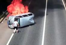 Photo of Викенд тарифа: Херој успеа да спаси патници од возило во пламен