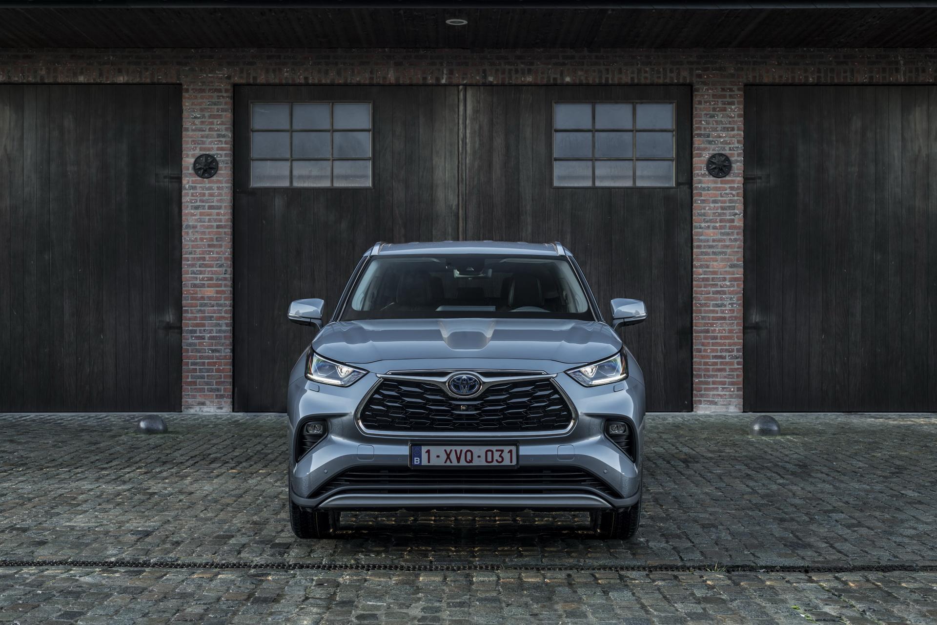 Toyota Highlander впервые приехала в Европу